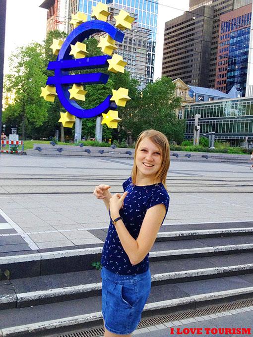 Памятник Евро во Франкфурте