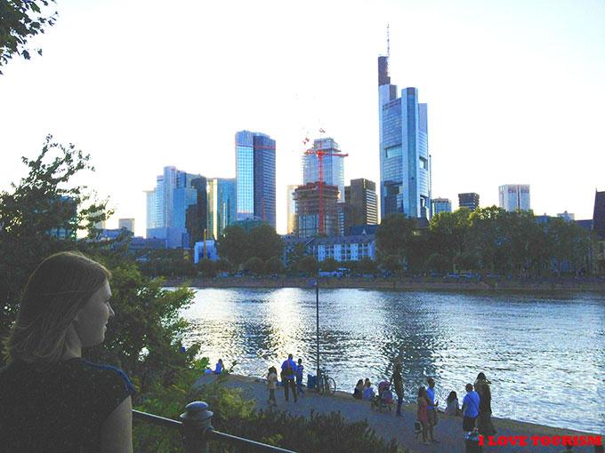 Франкфурт: набережная реки Майн