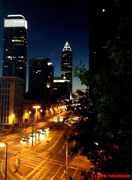 Ночной вид из отеля Франкфурта