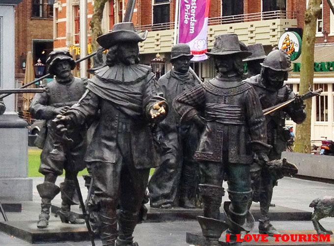 Амстердам: памятник Ребрандту