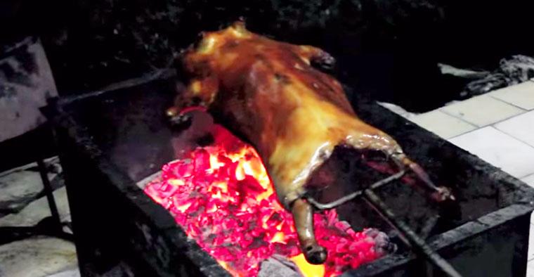 Вкусная еда в Китае: свинина на вертеле