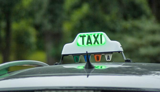 taksi-s-zelenoj-shashkoj